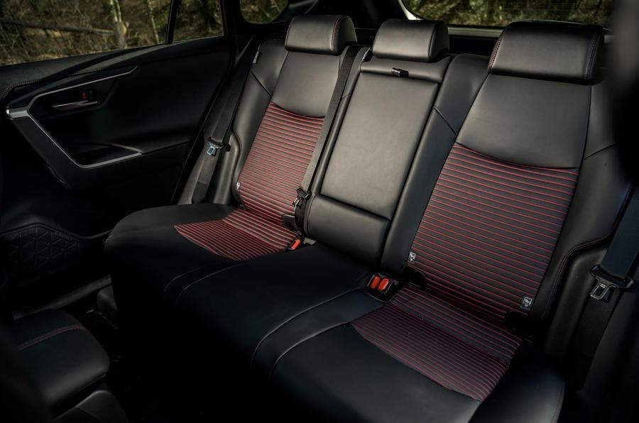 18 Suzuki Across 2021 : essai routier - sièges arrière
