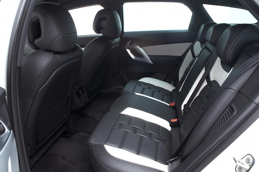 Citroën DS5 Hybrid4 rear seats