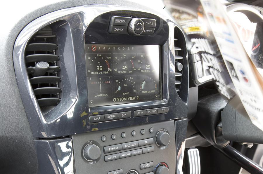 Nissan Juke R infotainment