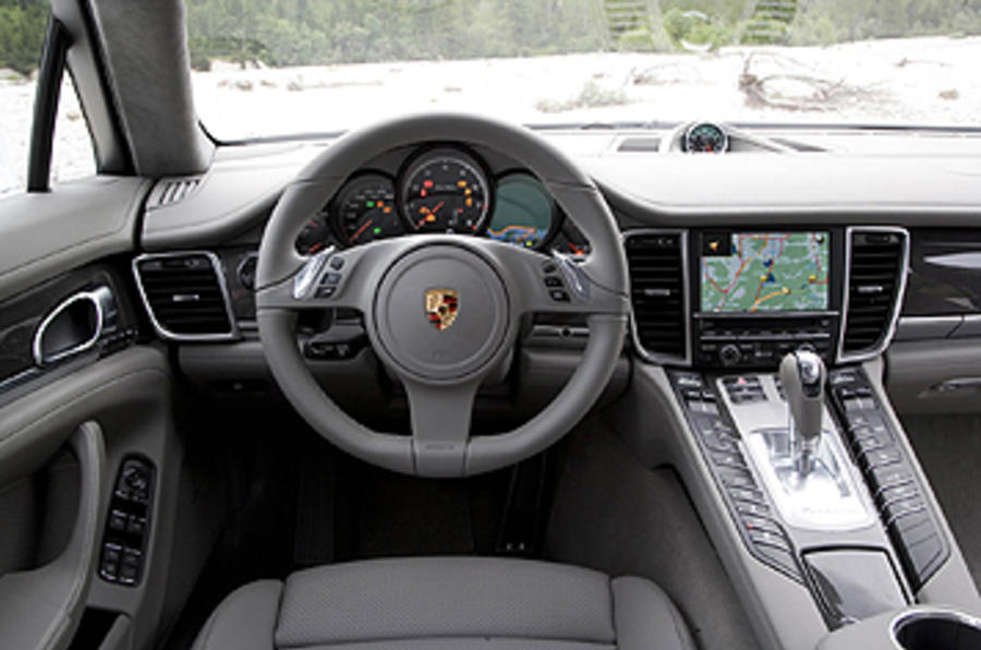 Porsche Panamera Turbo dashboard