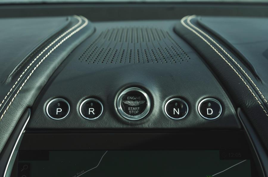 Examen de l'essai routier de l'Aston Martin DBX 2020 - boutons de sélection de conduite