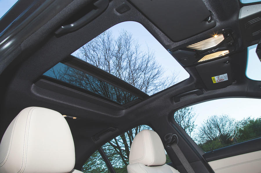 BMW 3 Series 320d 2019 Road Test review - sunroof