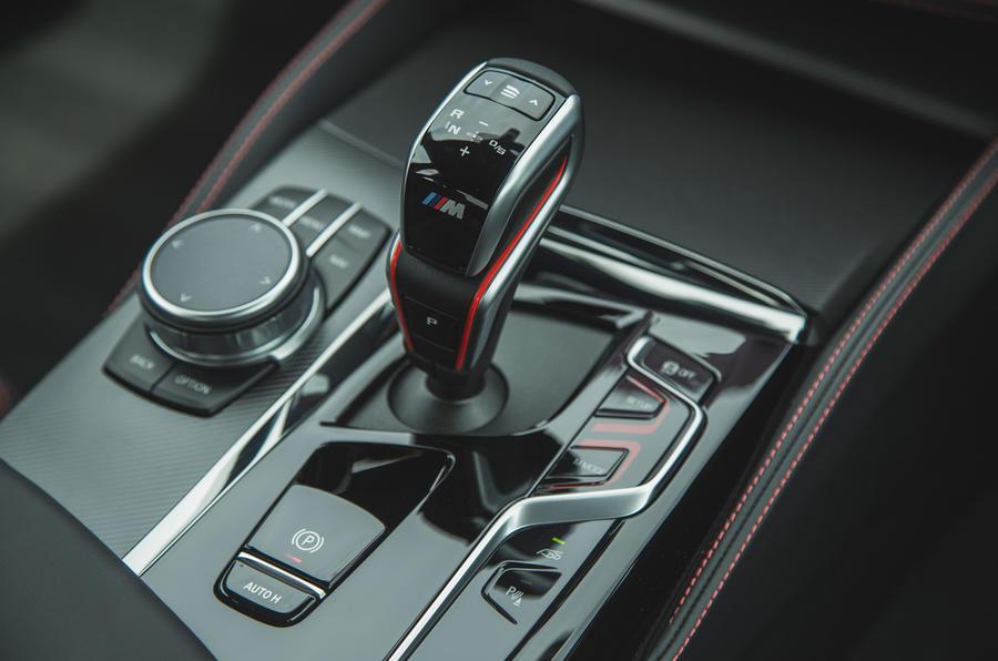 19 BMW M5 CS 2021 RT levier de vitesse