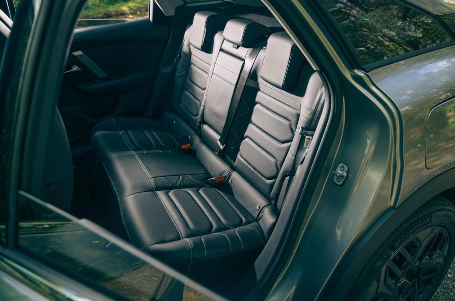 19 Citroen C4 2021 RT sièges arrière