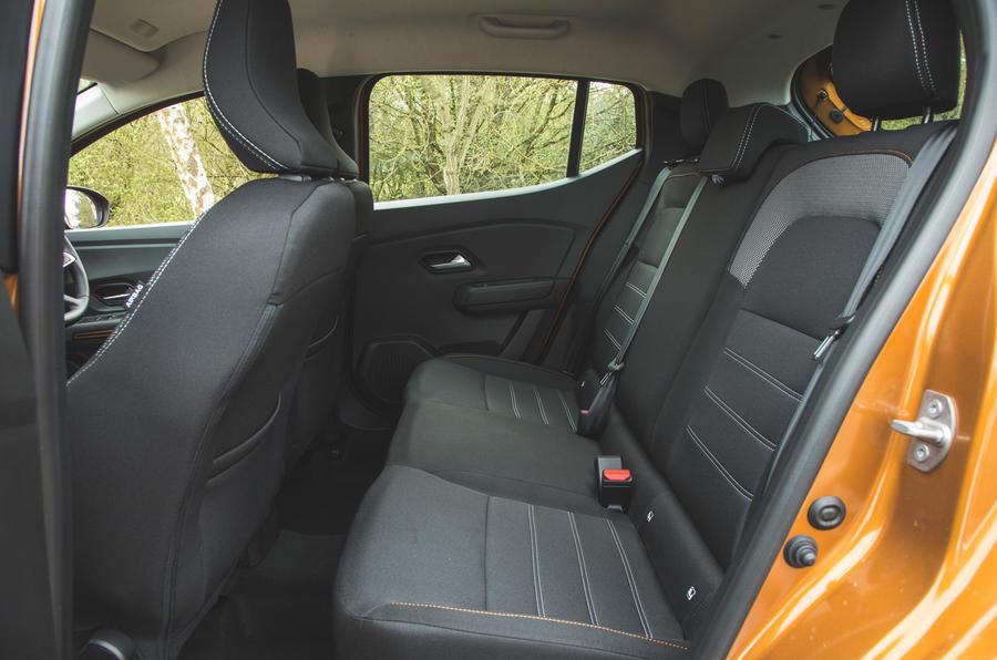 19 Dacia Sandero Stepway 2021 RT sièges arrière