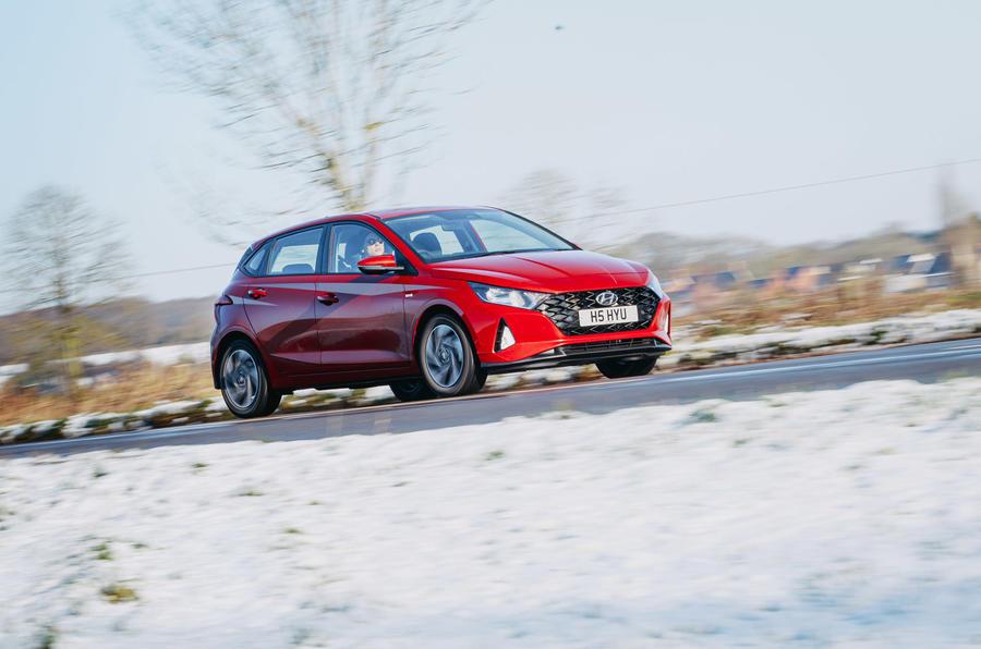19 Hyundai i20 2021 : examen de l'essai routier sur le front de la route
