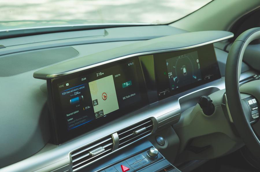 Hyundai Nexo 2019 road test review - infotainment bar