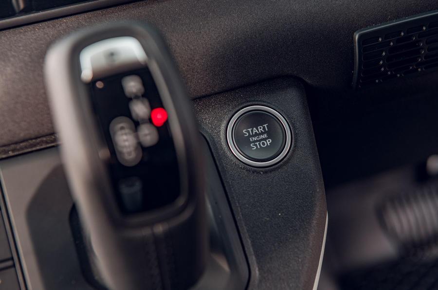 Examen de l'essai routier du Land Rover Defender 2020 - bouton de démarrage