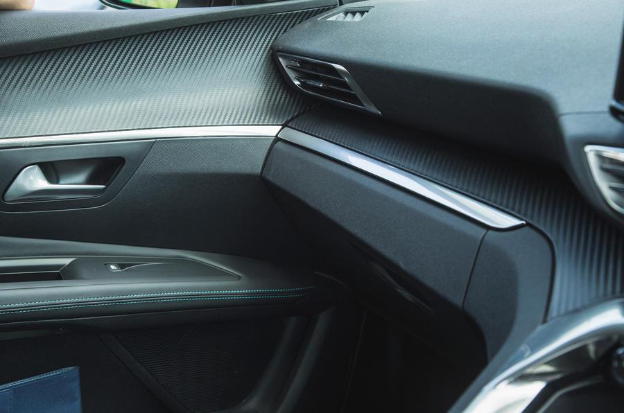 19 Peugeot 3008 2021 RT - habillage intérieur