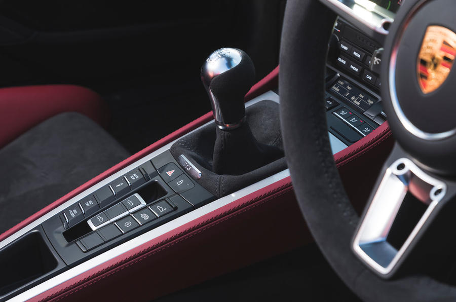 Porsche 718 Spyder 2020 road test review - centre console