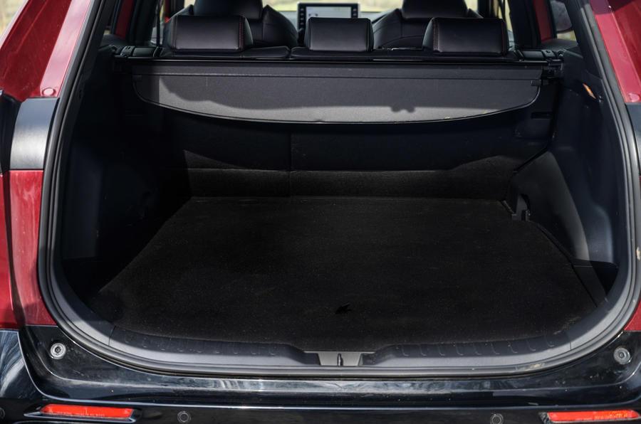 19 Suzuki Across 2021 : essai routier, test de coffre
