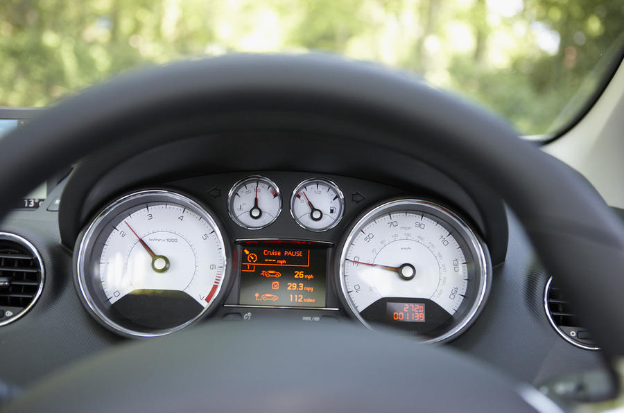 Peugeot 308 GT instrument cluster