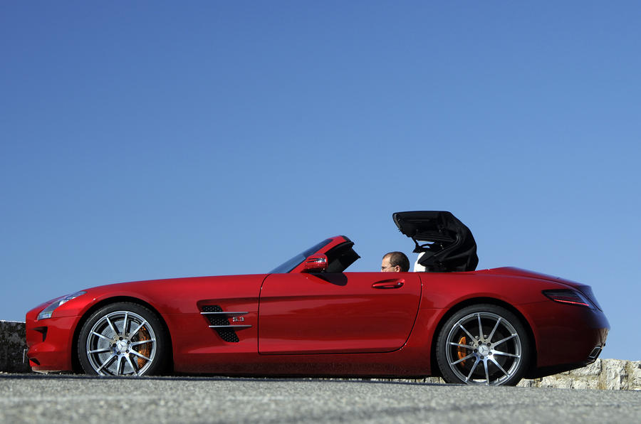 Mercedes-Benz SLS AMG Roadster roof opening