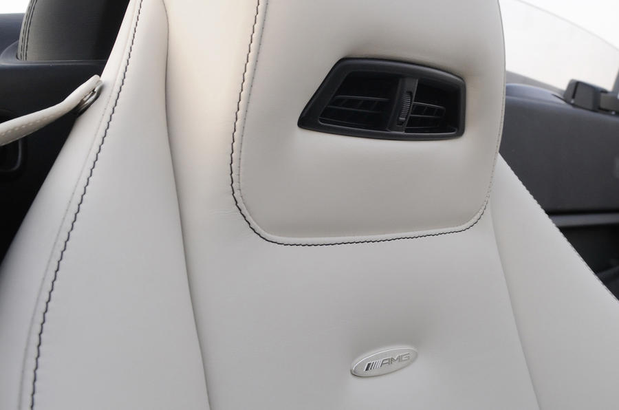Mercedes-Benz SLS AMG Roadster air scarf