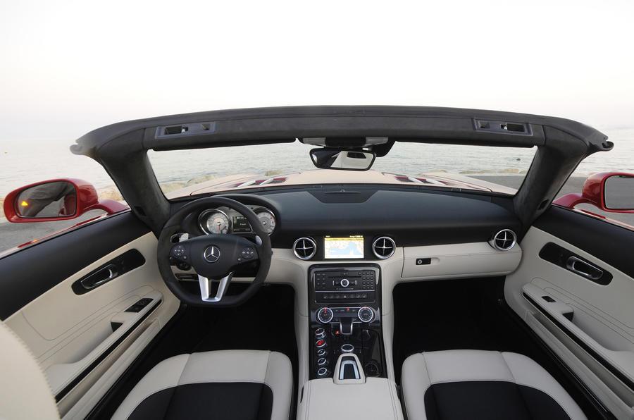 Mercedes-Benz SLS AMG Roadster dashboard