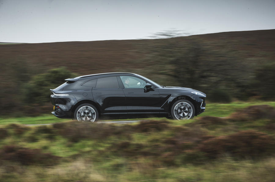 Examen de l'essai routier de l'Aston Martin DBX 2020 - côté héros