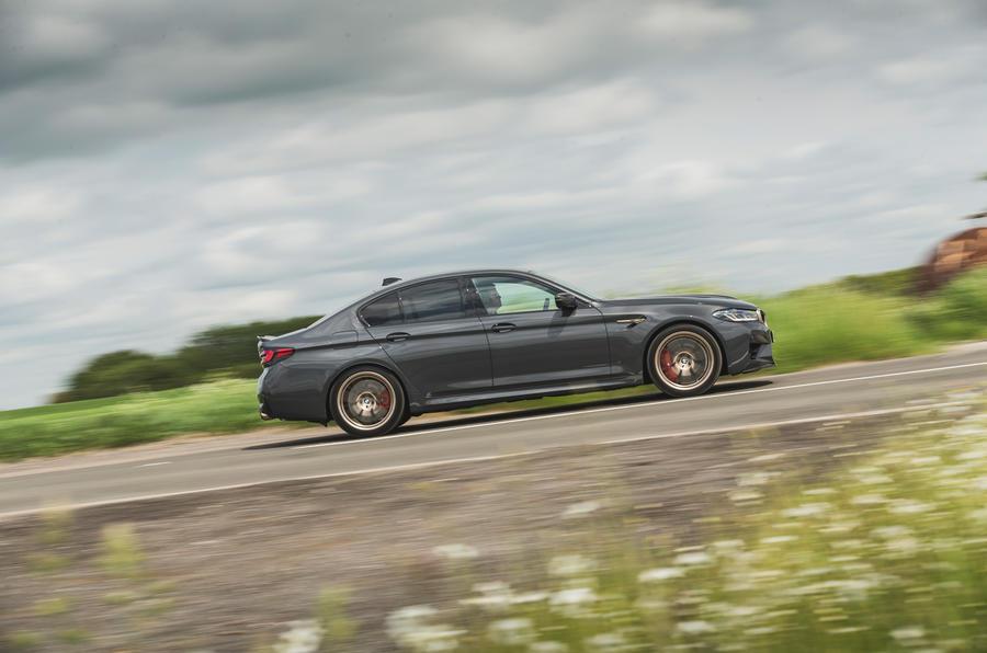2 BMW M5 CS 2021 RT côté héros