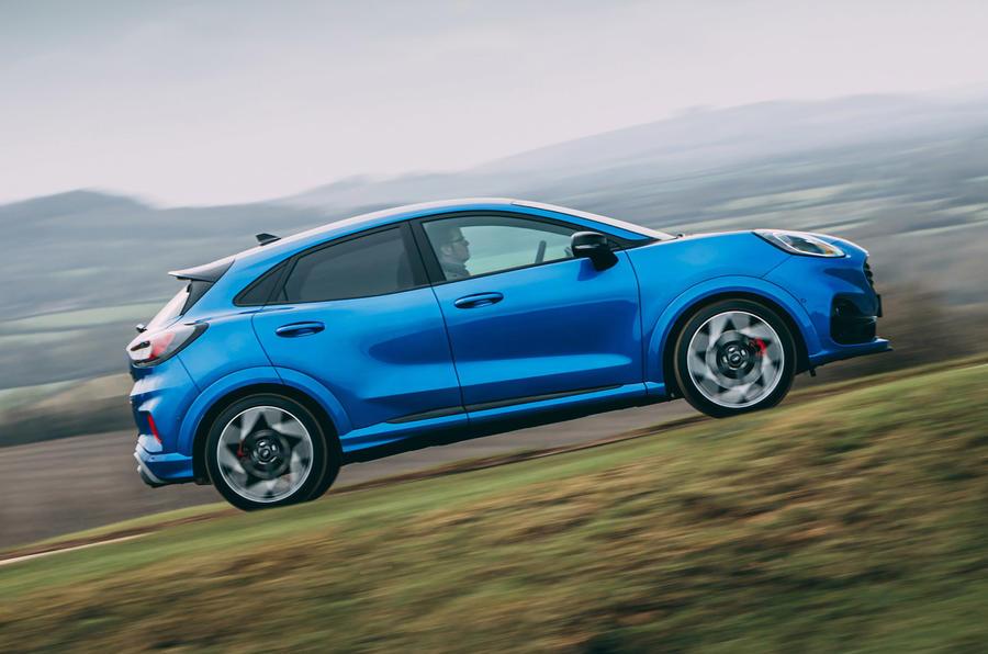 2 Ford Puma ST 2021 : essai routier et test du héros sur le côté