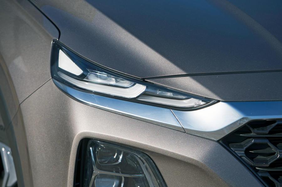 Hyundai Santa Fe 2019 road test review - headlights