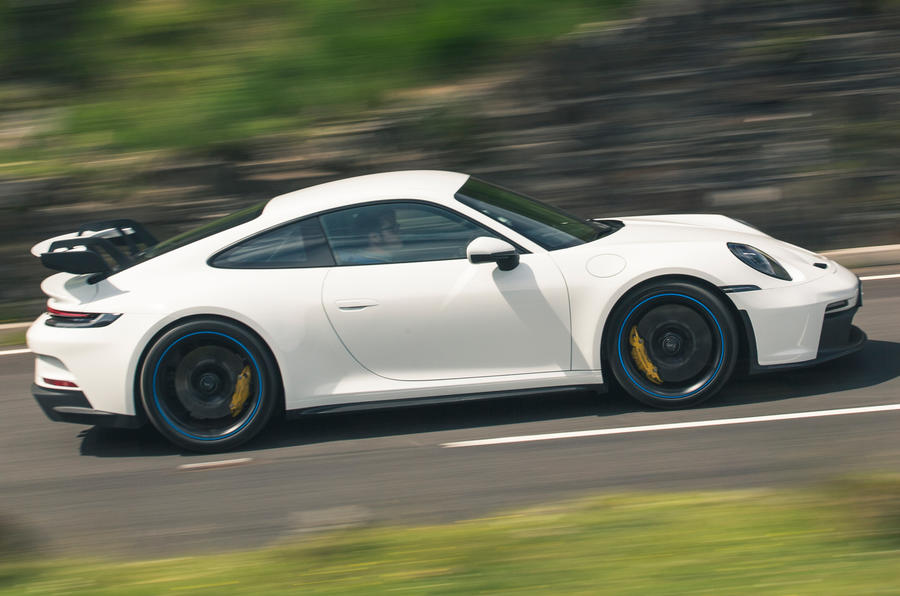 2 Porsche 911 GT3 2021 RT côté héros