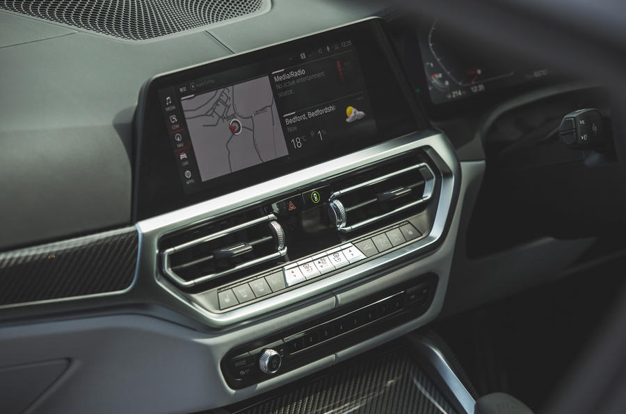 20 BMW M4 Competition 2021 RT infotainment