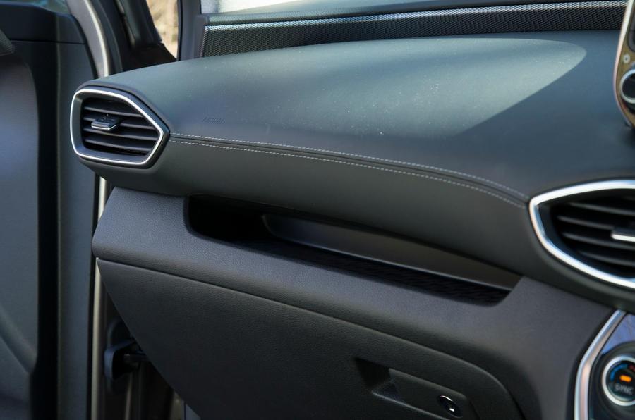 Hyundai Santa Fe 2019 road test review - dashboard trim