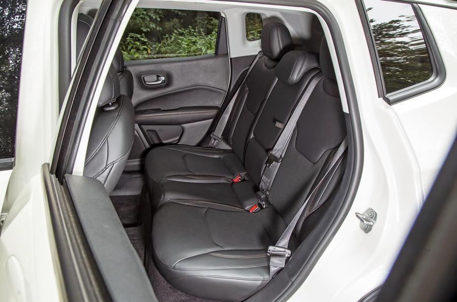 Jeep Compass 2018 highway exam examination - back seats