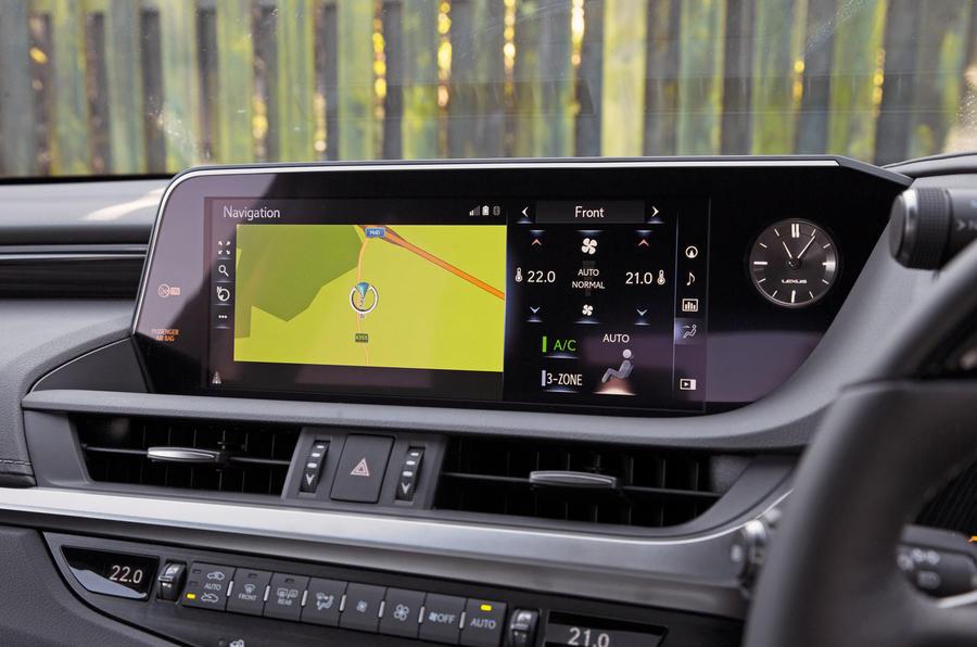 Lexus ES 2019 road test review - infotainment