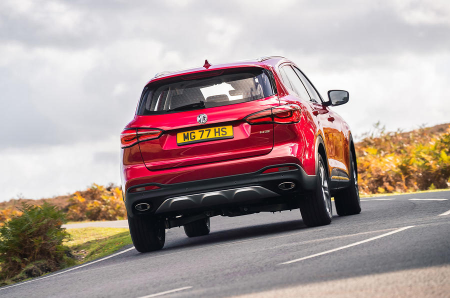 MG HS 2019 road test review - cornering rear