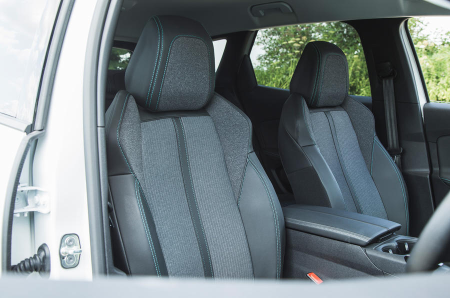 20 Peugeot 3008 2021 RT sièges avant