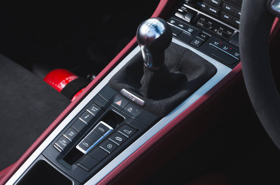 Porsche 718 Spyder 2020 road test review - gearstick