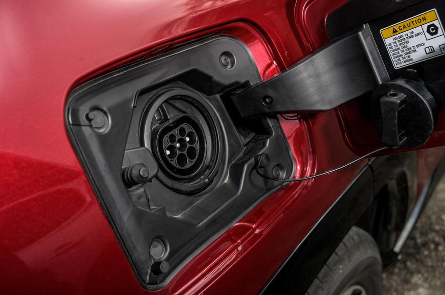 20 Suzuki Across 2021 : essai routier - port de chargement