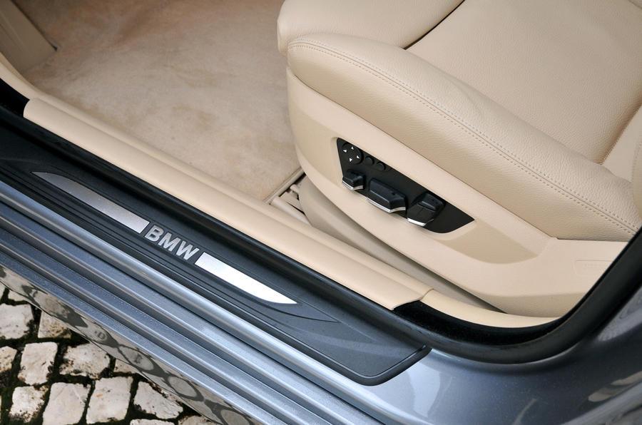 BMW 528i SE kickplates