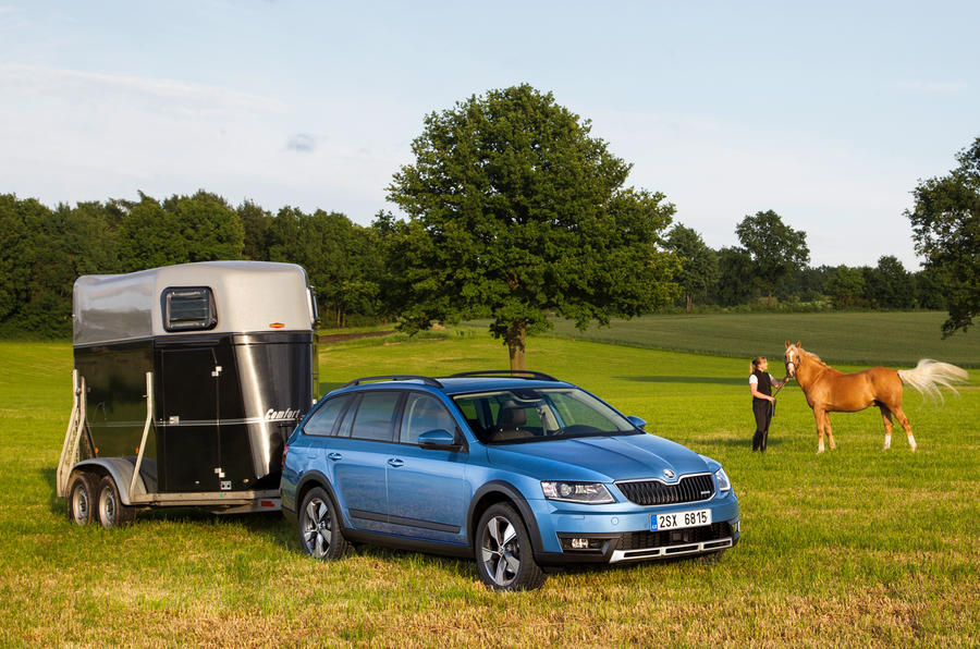Skoda Octavia Scout towing trailer