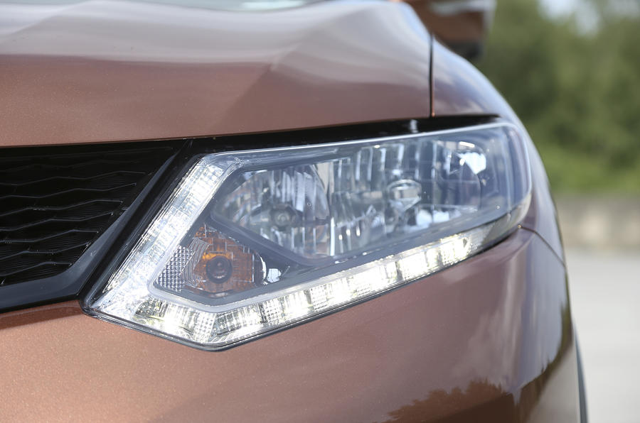 Nissan X-Trail LED headlights