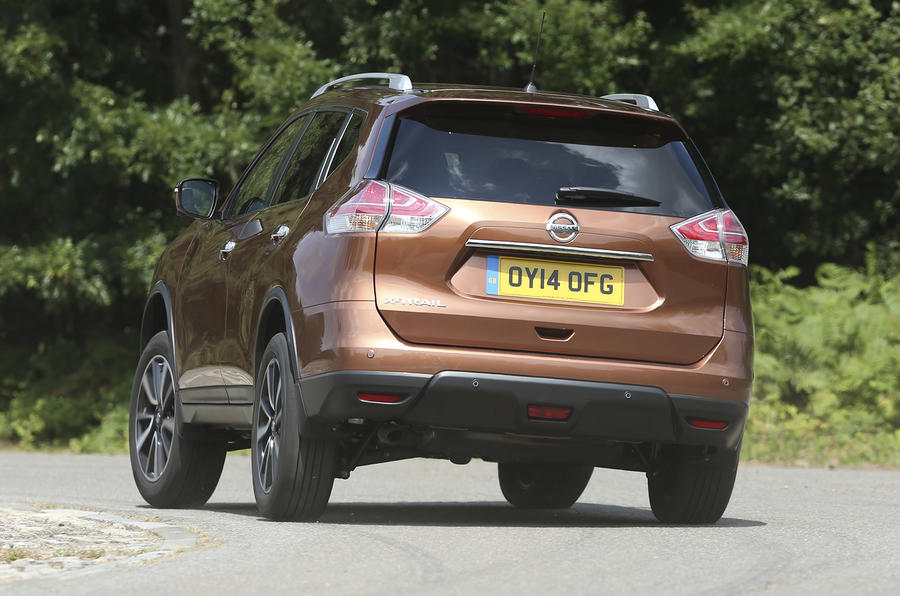 Nissan X-Trail rear cornering