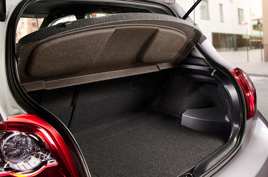 Toyota Auris boot space