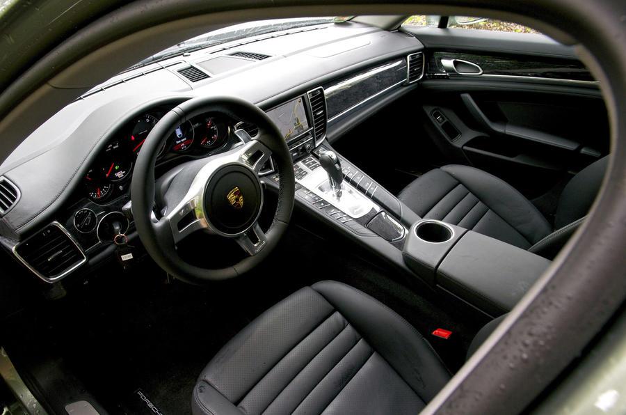 Porsche Panamera 4 dashboard
