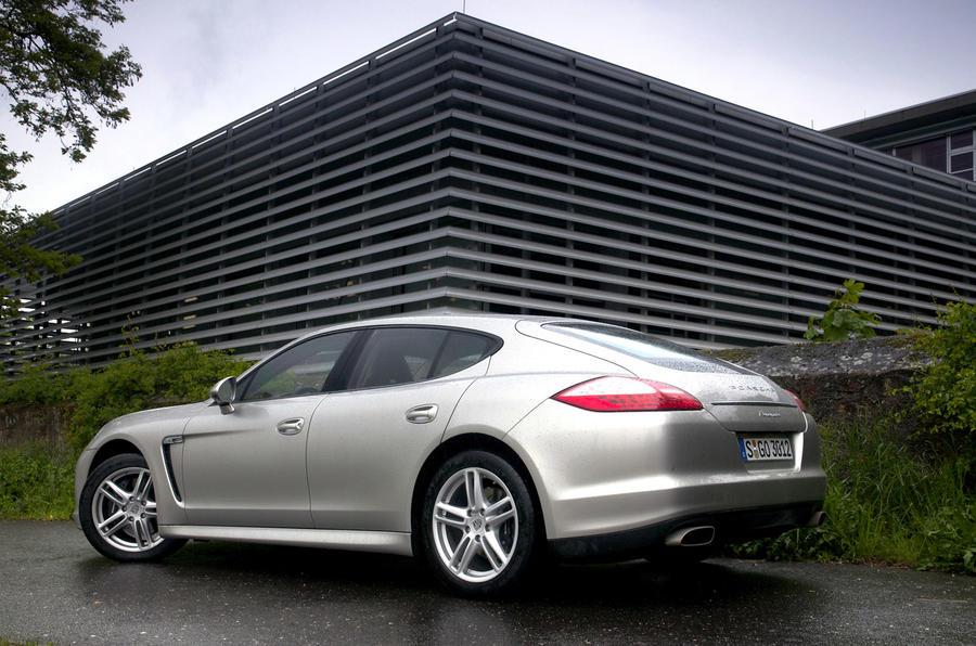 Porsche Panamera 4 side profile
