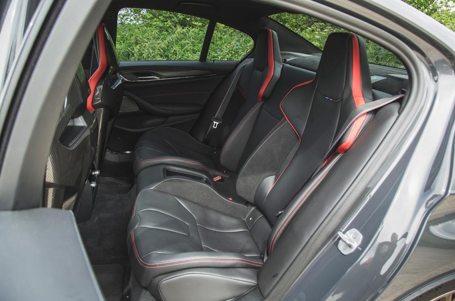 21 BMW M5 CS 2021 RT sièges arrière