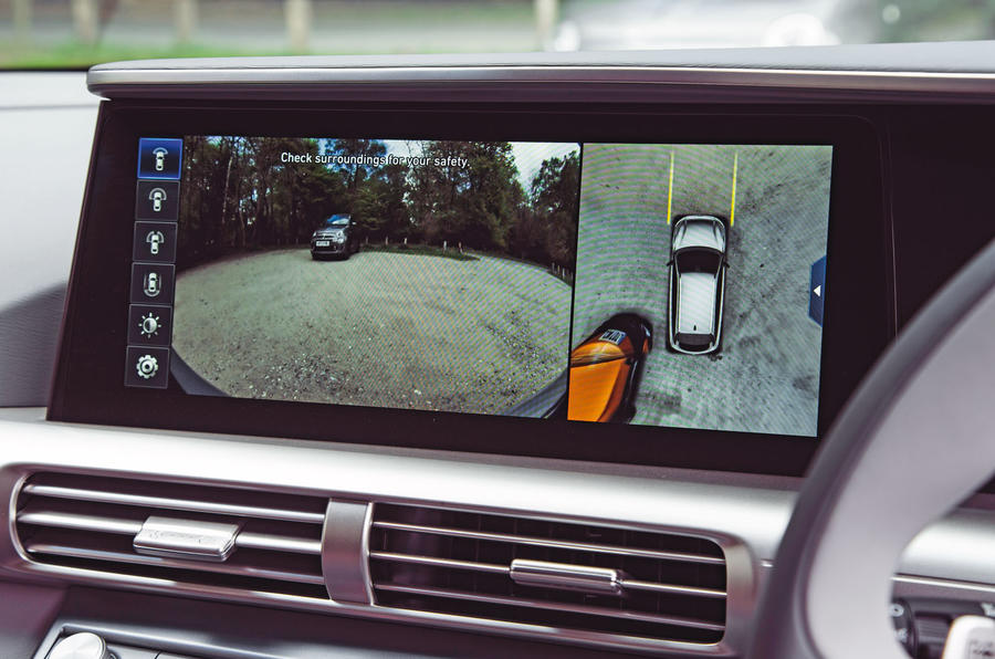 Hyundai Nexo 2019 road test review - reversing camera