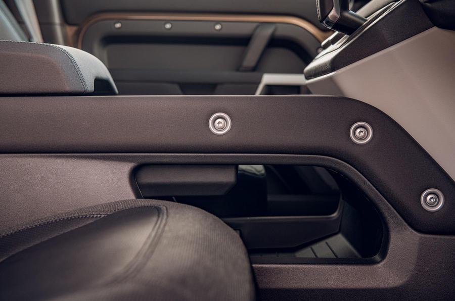 Examen de l'essai routier du Land Rover Defender 2020 - rivets