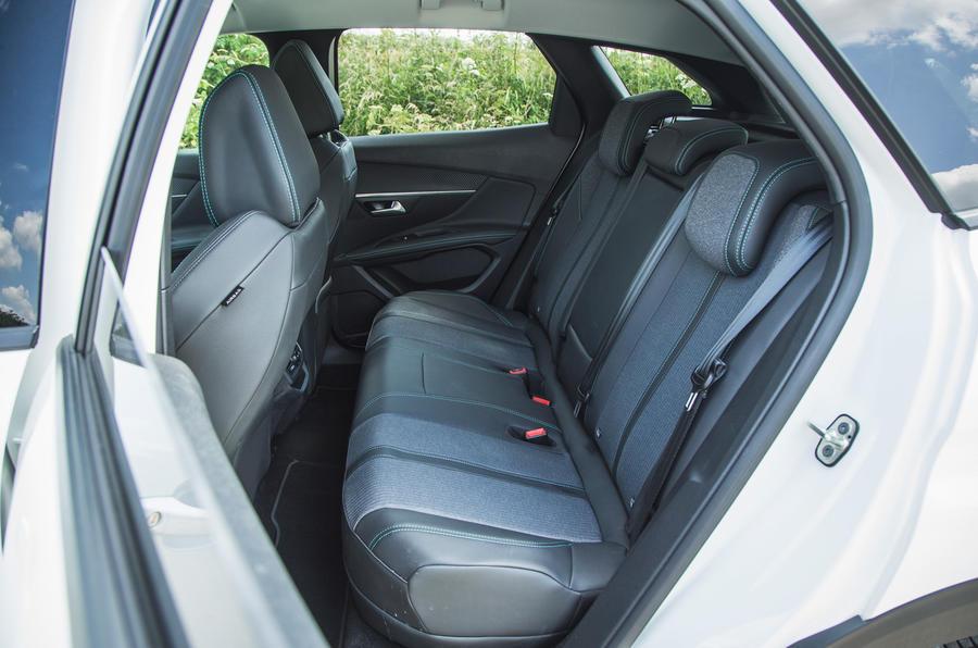21 Peugeot 3008 2021 RT sièges arrière
