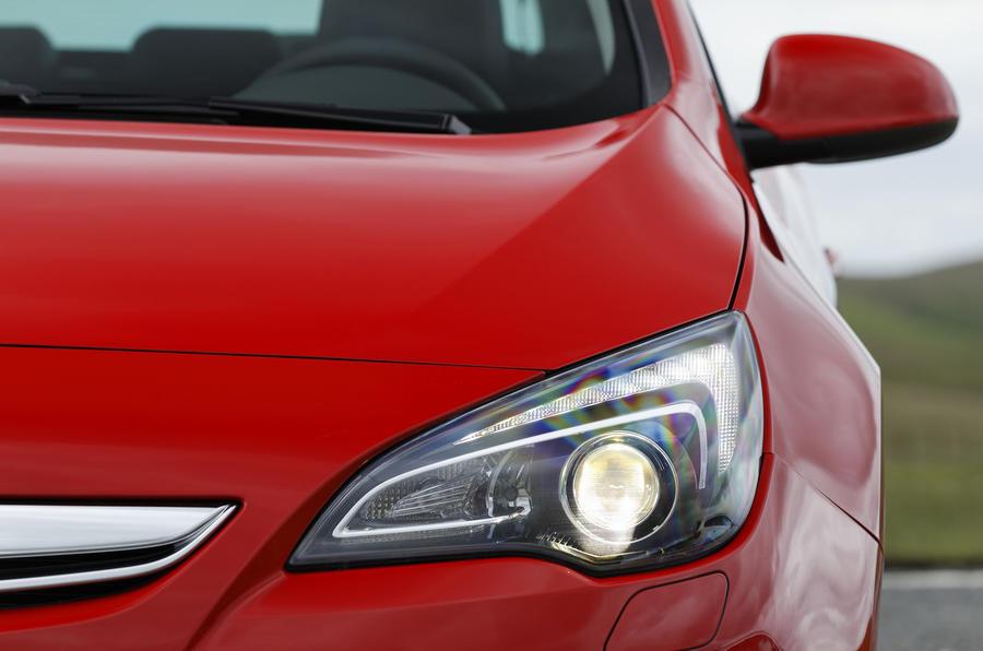 Vauxhall Astra GTC xenon headlight