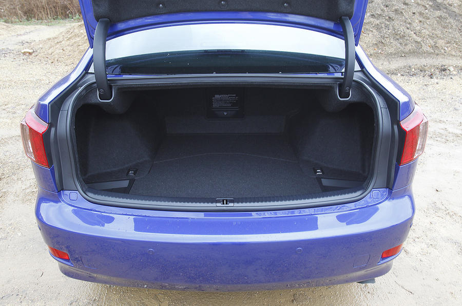 Lexus IS 200d F-Sport boot space