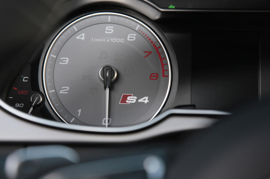 Audi S4 rev counter