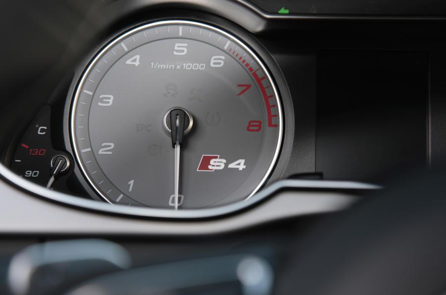 Audi S4 rev counter