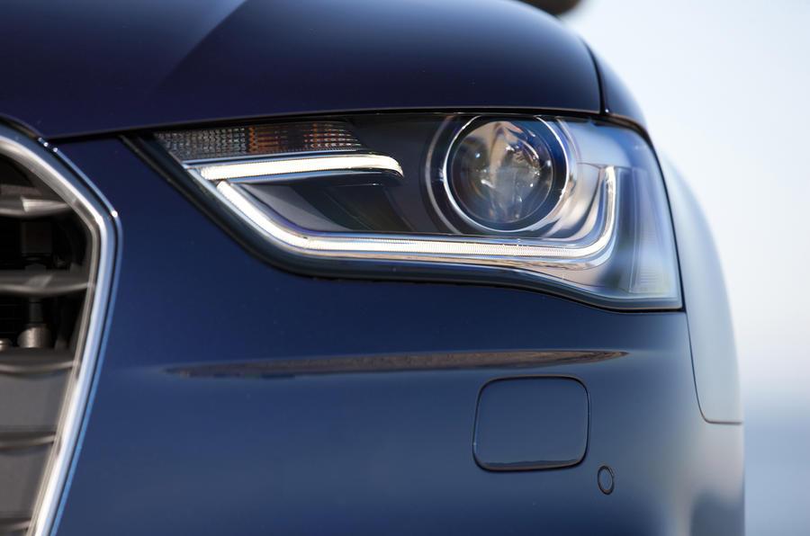 Audi A4 2.0 TDIe SE xenon headlights