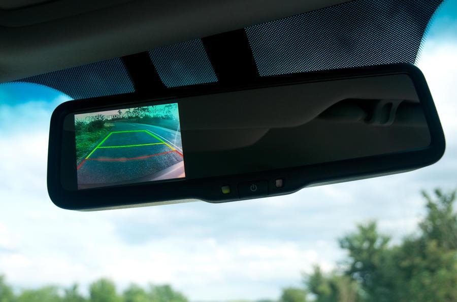Kia Sportage rear-view mirror reversing camera