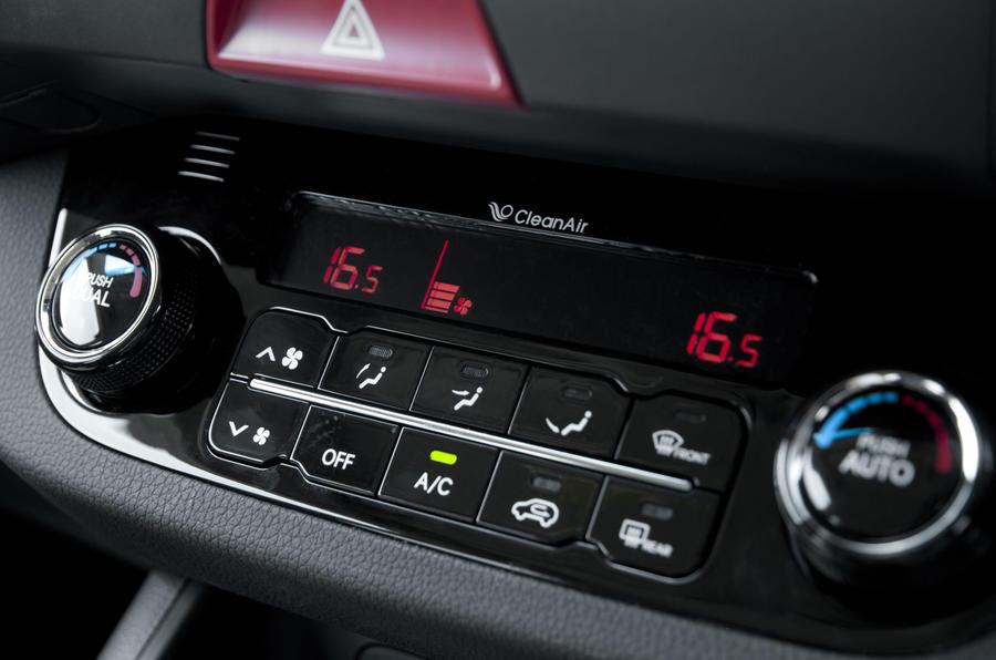 Kia Sportage climate controls